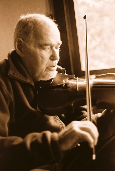 Pop playing violin